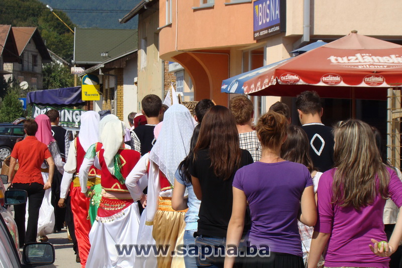 Pregedate slike iz članka: Održan Dan jabuke i pekmeza 2011