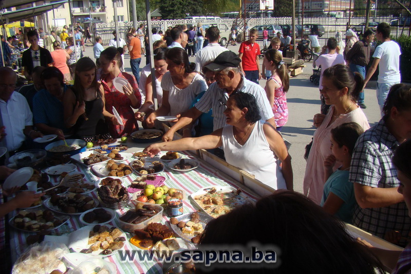 Pregedate slike iz ?lanka: Odr�an Dan jabuke i pekmeza 2011