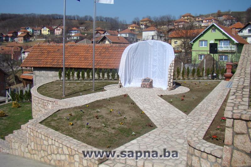 Pregedate slike iz članka: Otkriveno spomen-obilježje u Kovačevićima