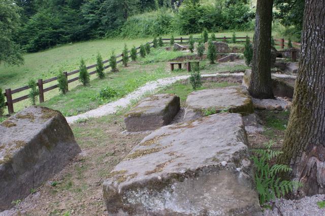 Pregedate slike iz članka: Postavljena tabla na nekropoli Sječa