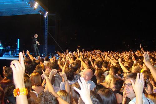 Pregedate slike iz članka: Na koncertu Dine Merlina