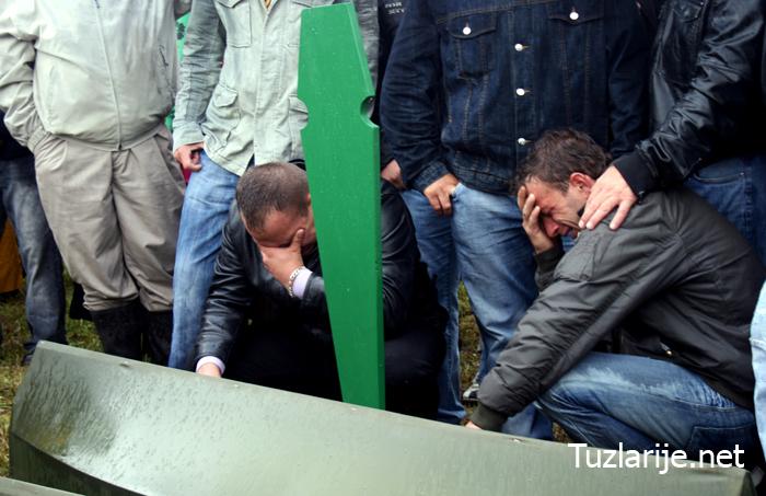 Pregedate slike iz članka: Ukop 29 identificiranih Bošnjaka