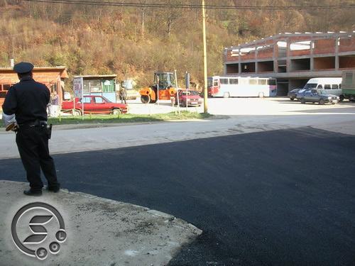 Pregedate slike iz ?lanka: Asfaltiranje puta za Kobili?e (video)