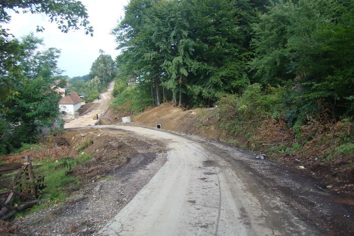Pregedate slike iz članka: Potpisan Ugovor o rekonstrukciji puta u MZ Međeđa
