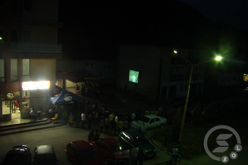 Pregedate slike iz članka: Na trgu u centru - zajedničko gledanje utakmice BiH - Turska