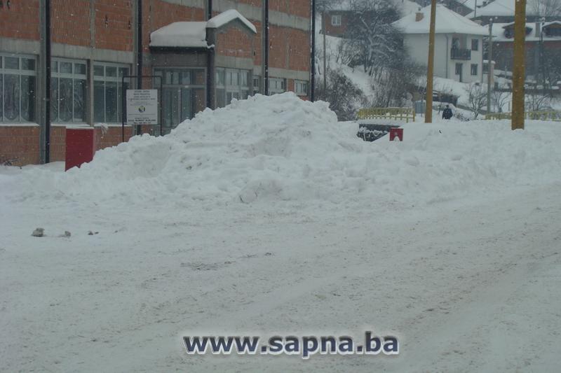 Pregedate slike iz članka: Snijeg u Sapanjskim naseljima i do 1,5 metra