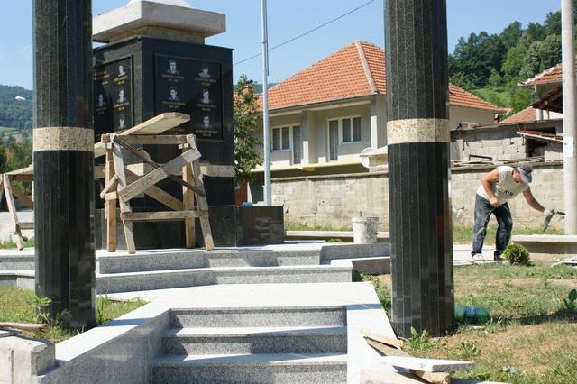 Pregedate slike iz članka: Radovi na Trgu mladosti u Sapni